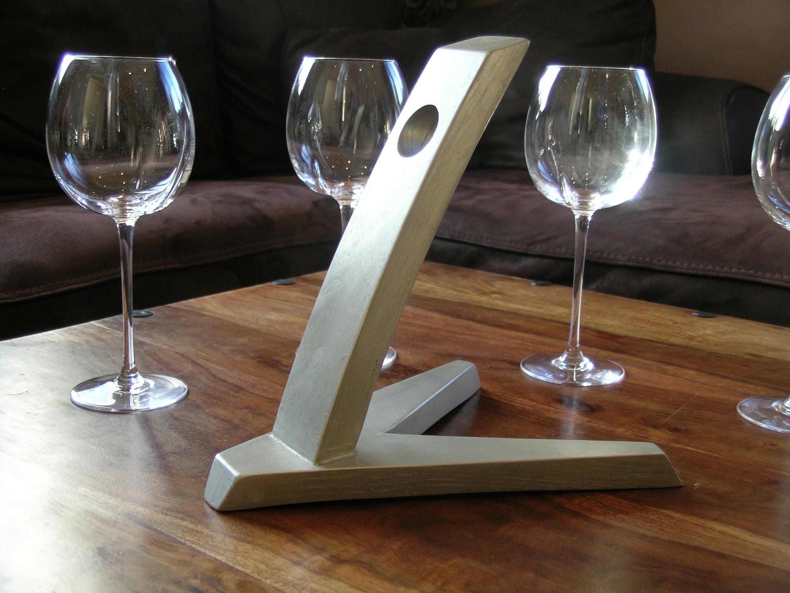 douelledereve mobilier et objets des grands vins accessoires de cave porte bouteille de table. Black Bedroom Furniture Sets. Home Design Ideas