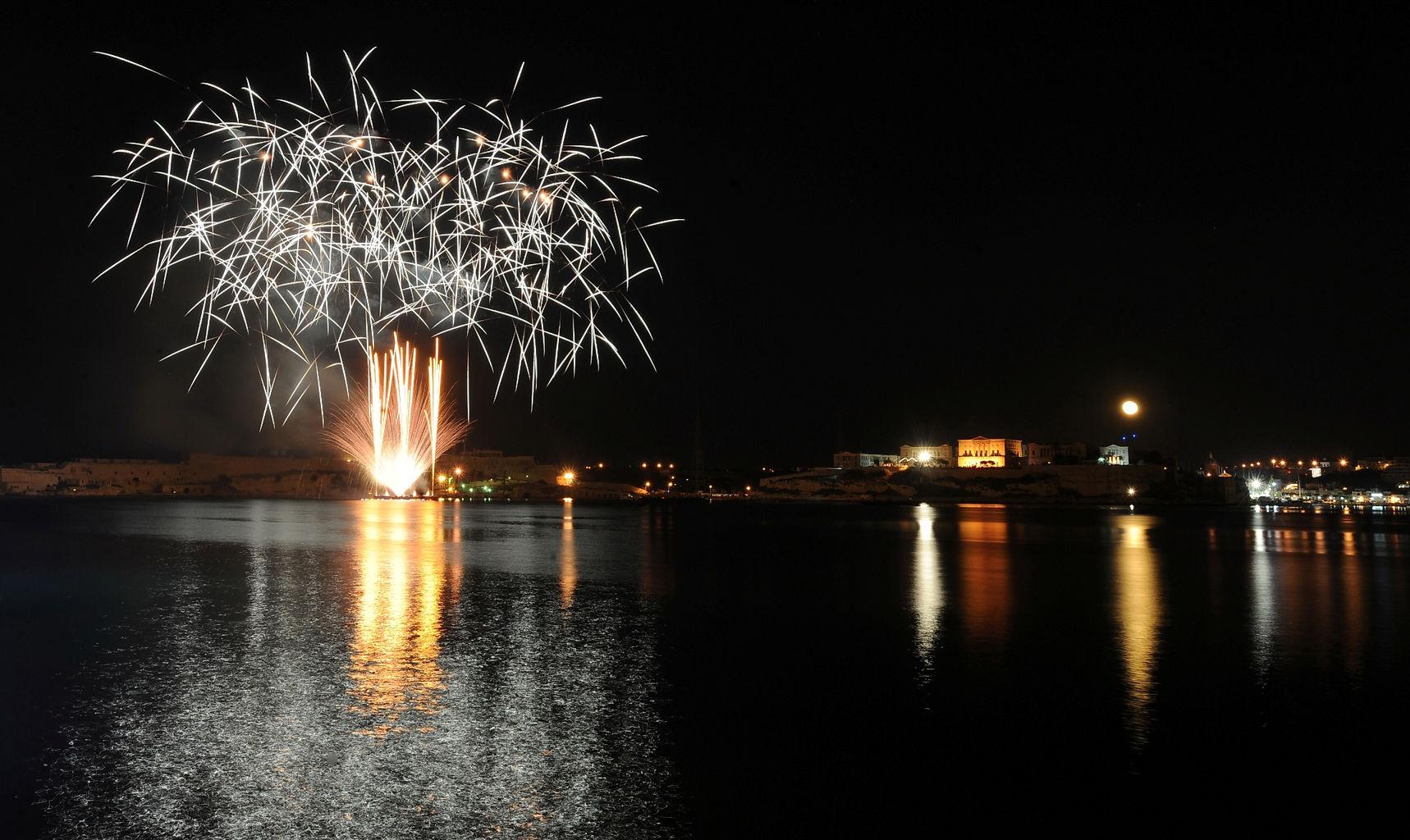Fireworks Festival 2010 Rene Rossignaud (93).JPG