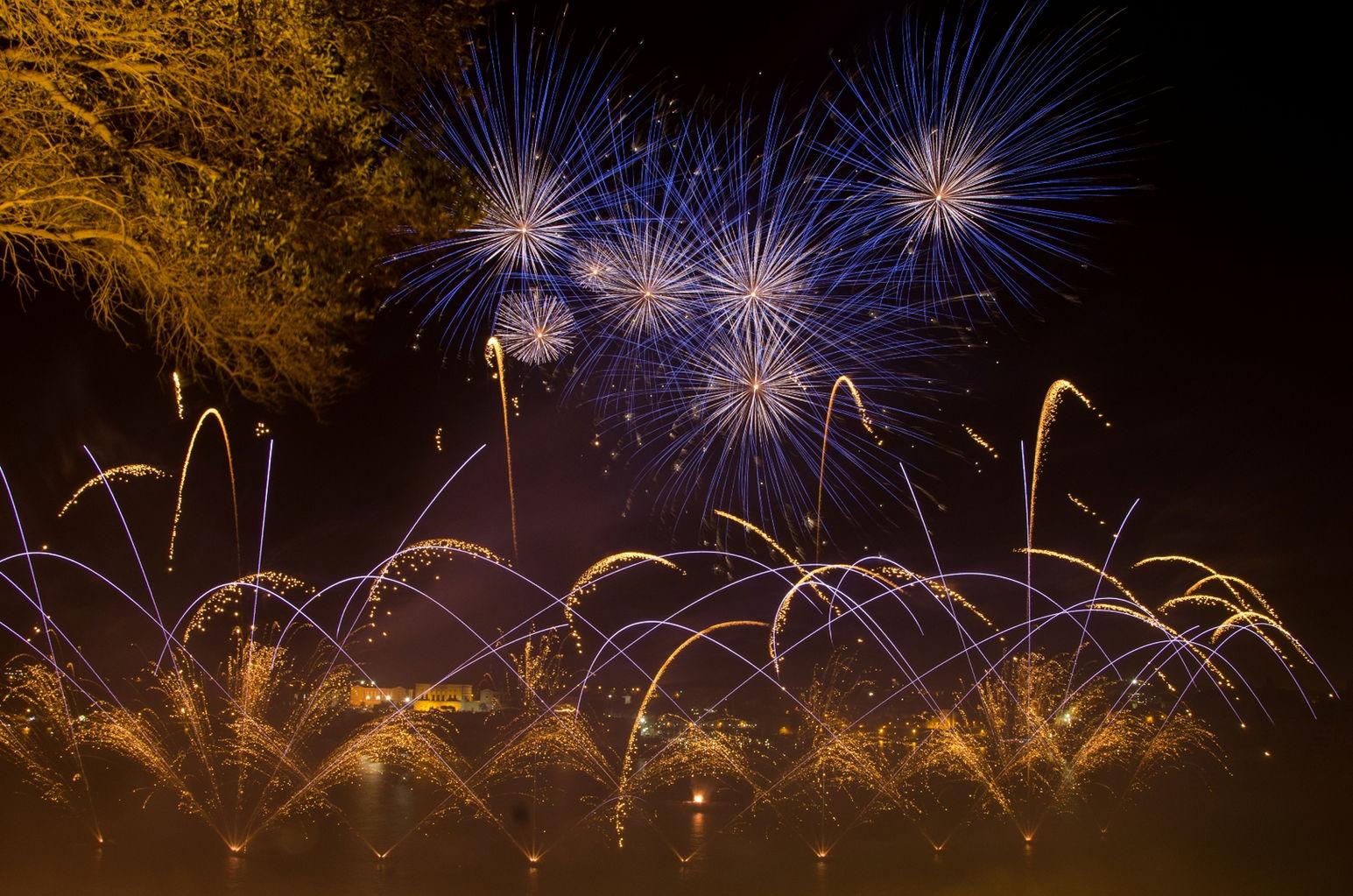 Fireworks Fest 2013 - Valletta 30APR_by_Mario_Galea_ITA005.jpg