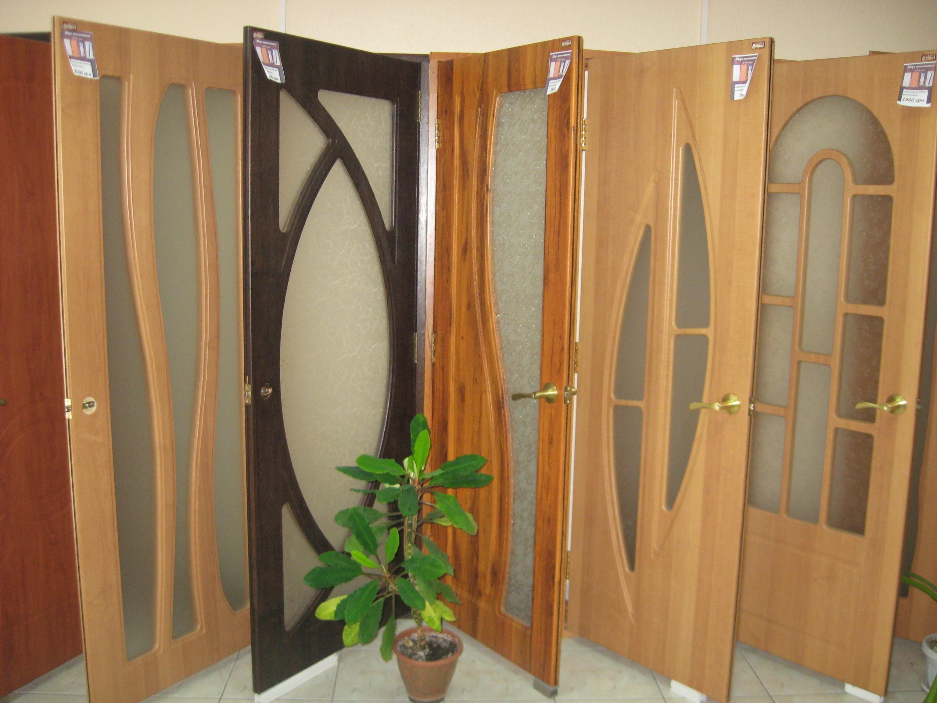 сколько стоит недорогие входные двери