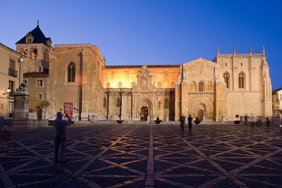 Museo Panteón San Isidoro de León Santo Grial