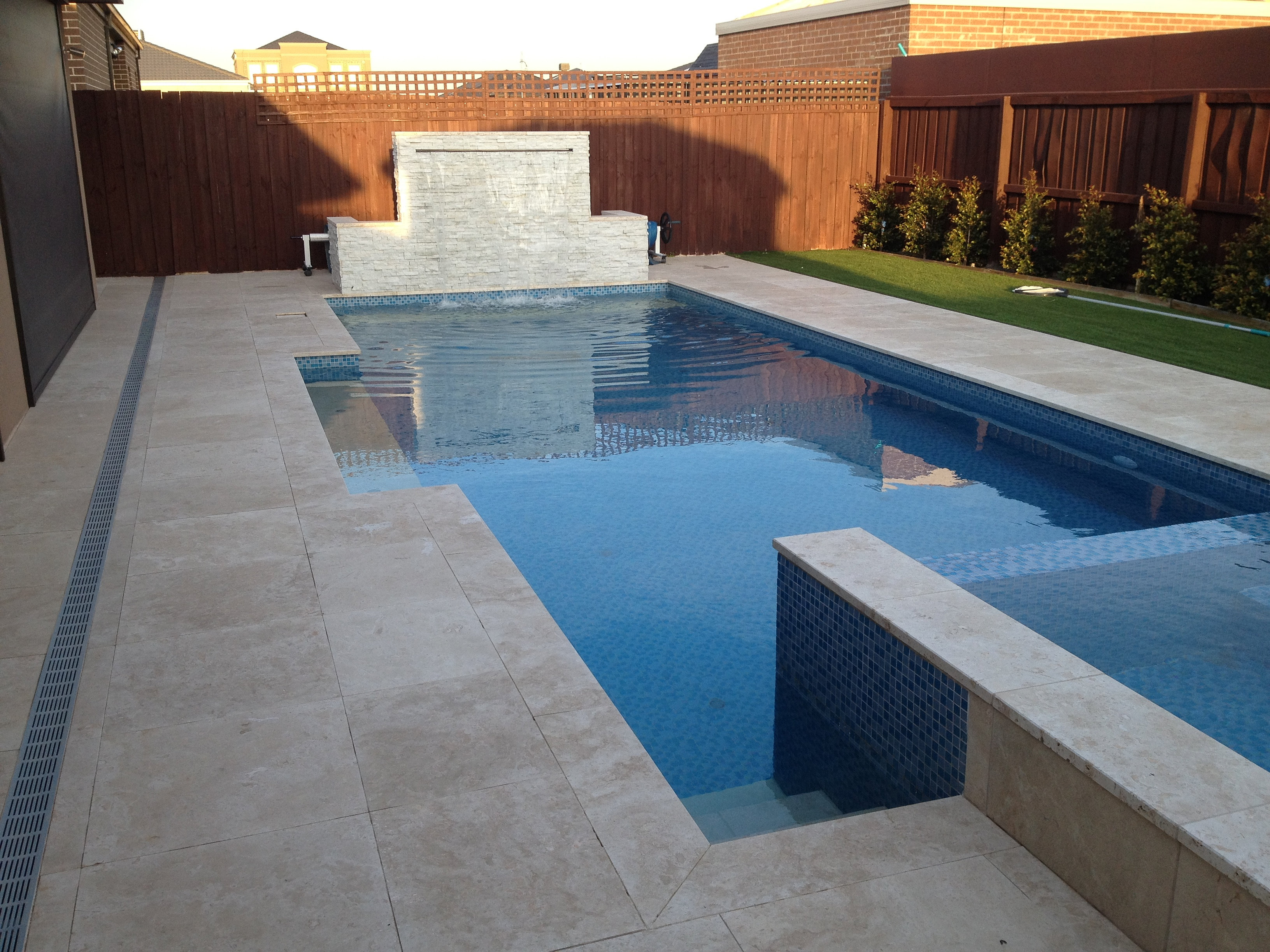 Stone pavers in melbourne hl stone world classic light for Pool lights melbourne