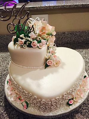 Wedding cake heart design pictures