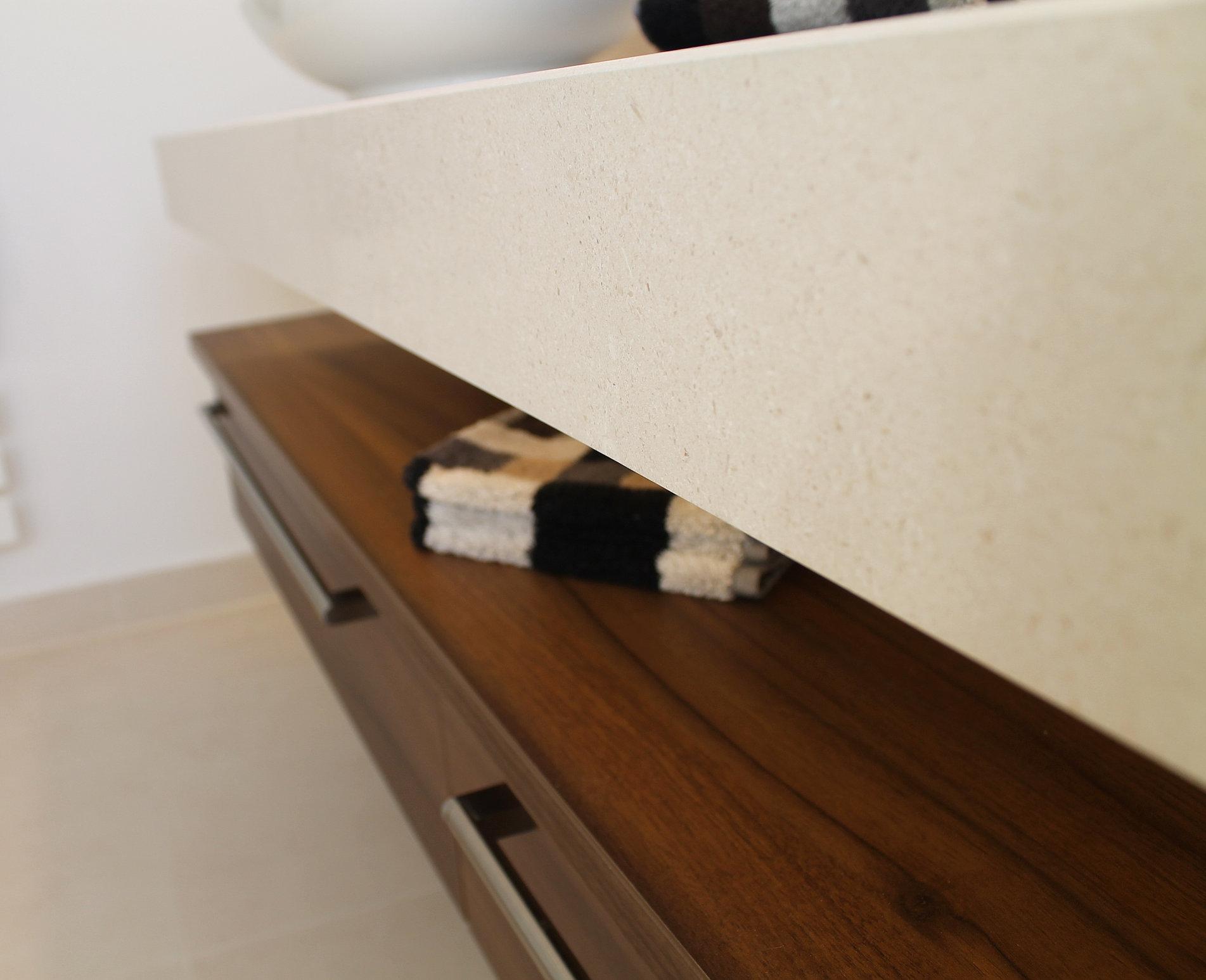 badausstellung in d sseldorf. Black Bedroom Furniture Sets. Home Design Ideas