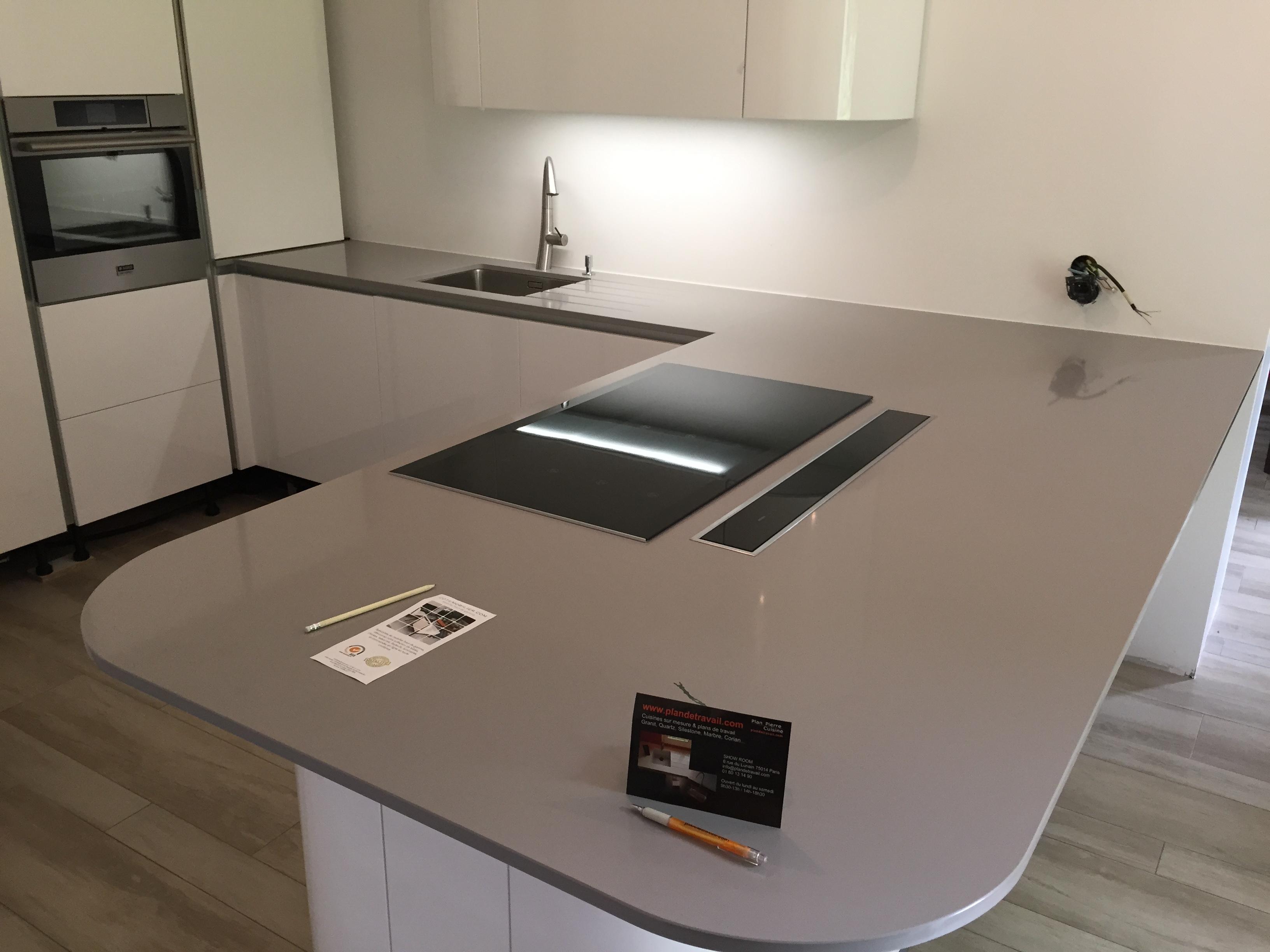 plan de travail granit quartz table en mabre paris essonne plan de travail quartz. Black Bedroom Furniture Sets. Home Design Ideas