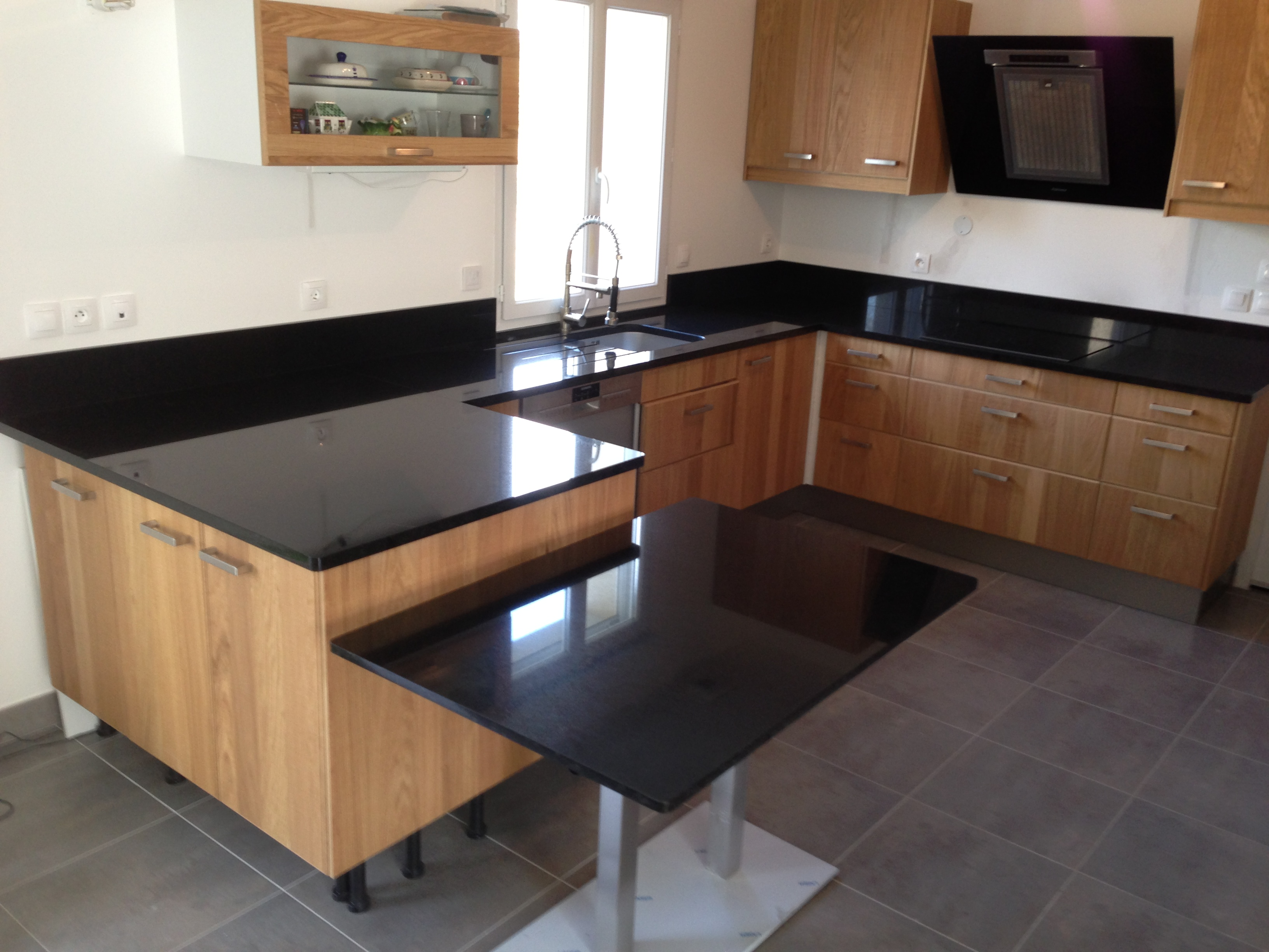 plan de travail granit quartz table en mabre paris essonne cuisine granit noir zimbabwe. Black Bedroom Furniture Sets. Home Design Ideas