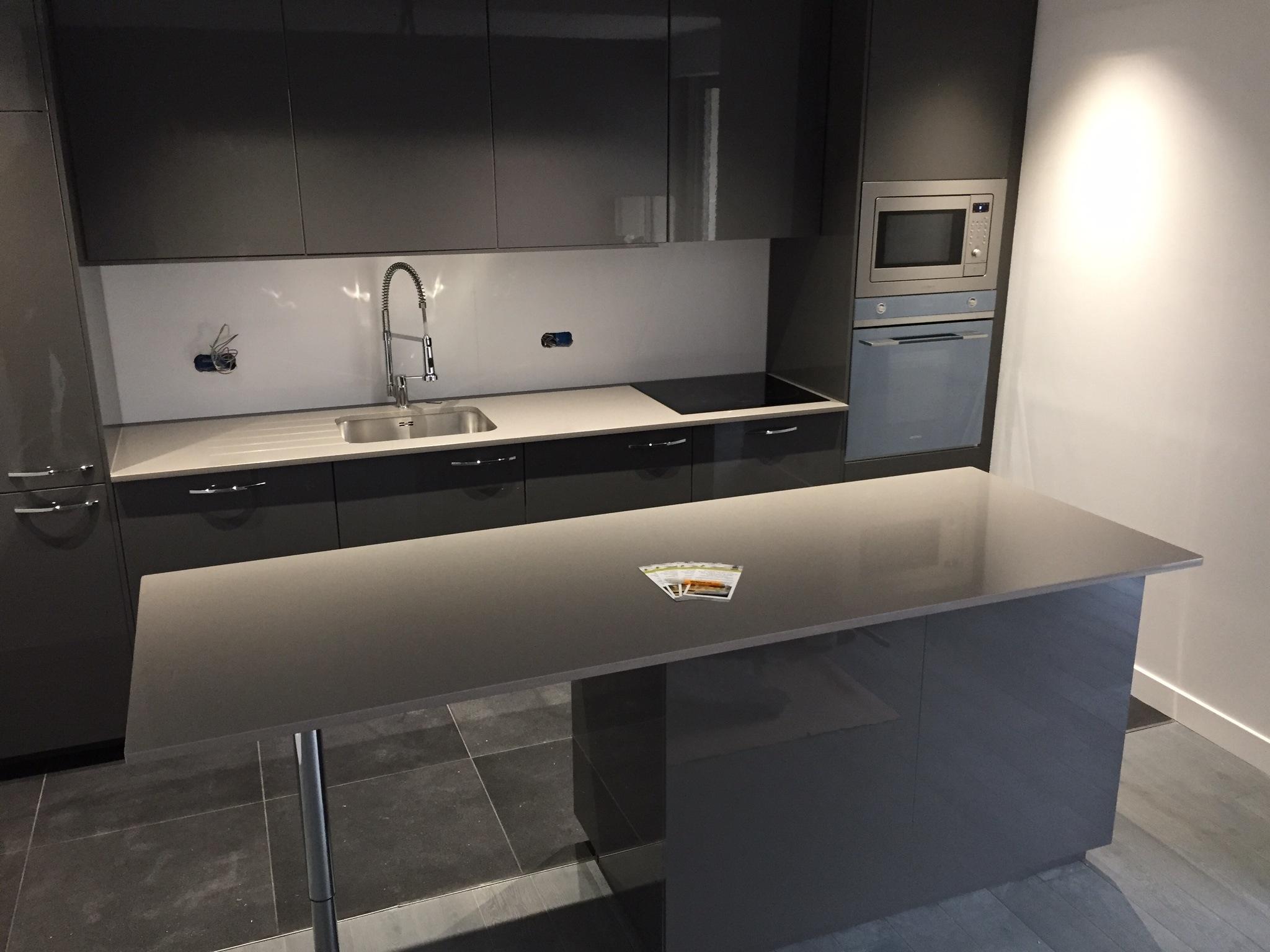 plan de travail granit quartz table en mabre paris essonne quartz silestone. Black Bedroom Furniture Sets. Home Design Ideas