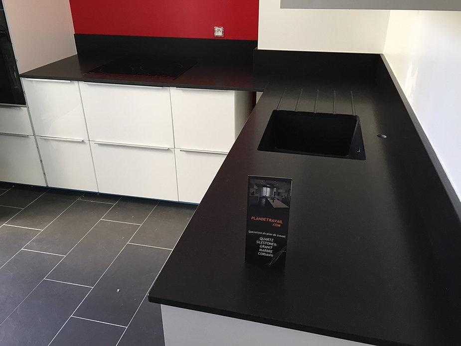 Plan de travail pierre quartz granit paris for Cuisine granit noir