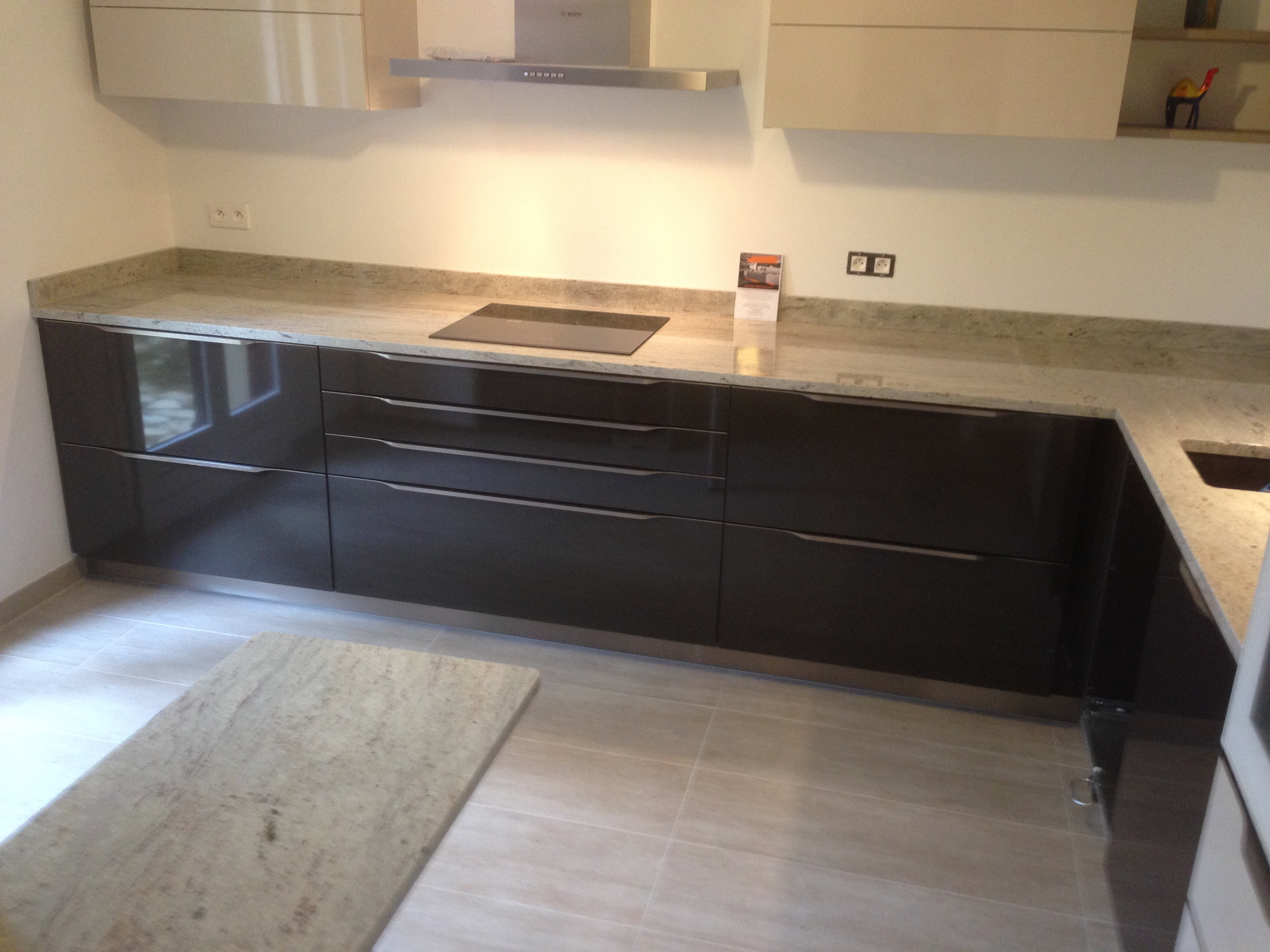 plan de travail granit quartz table en mabre paris essonne plans de travail en granit 91. Black Bedroom Furniture Sets. Home Design Ideas