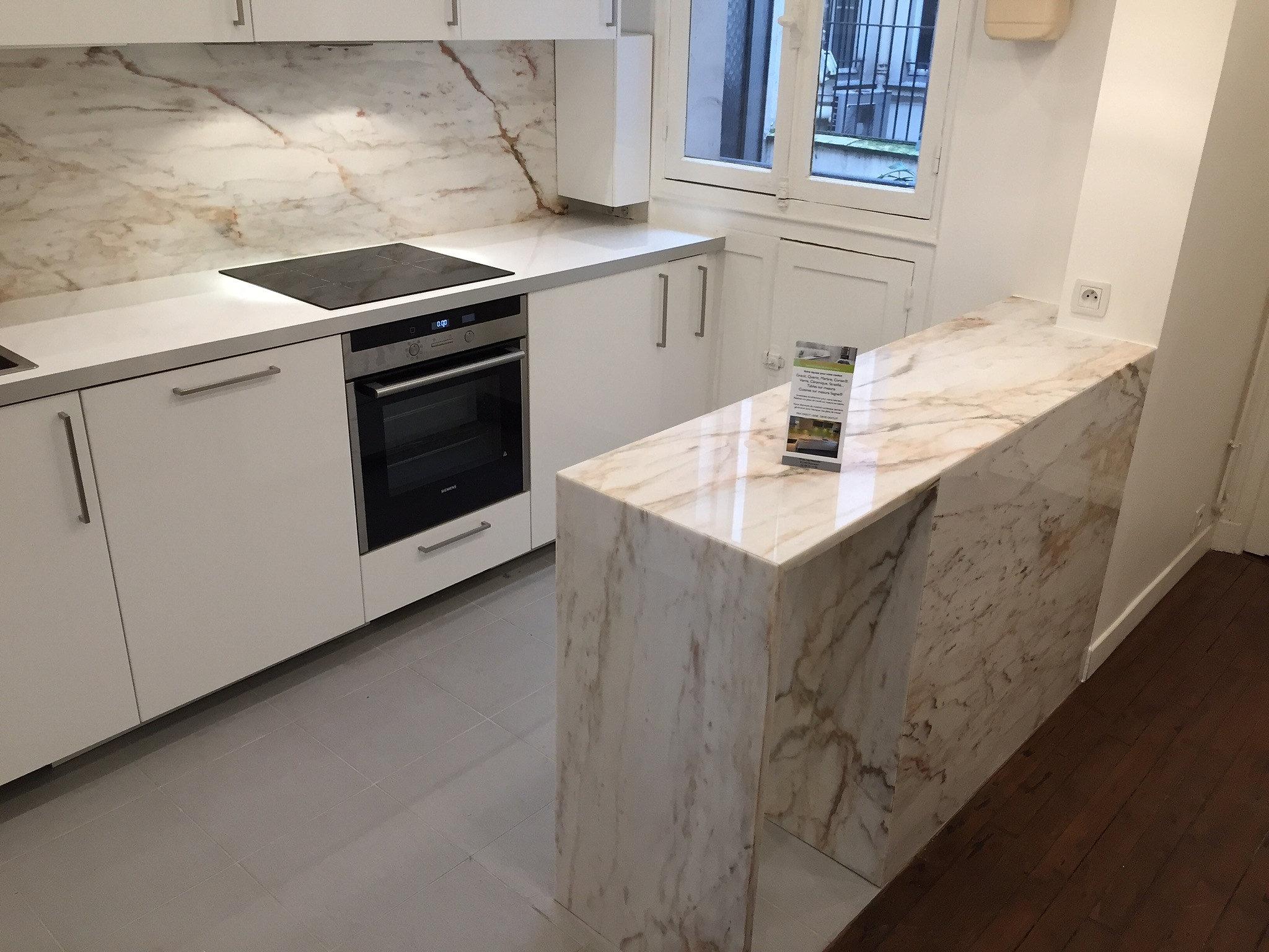 Cuisine moderne petit espace for Plan travail marbre