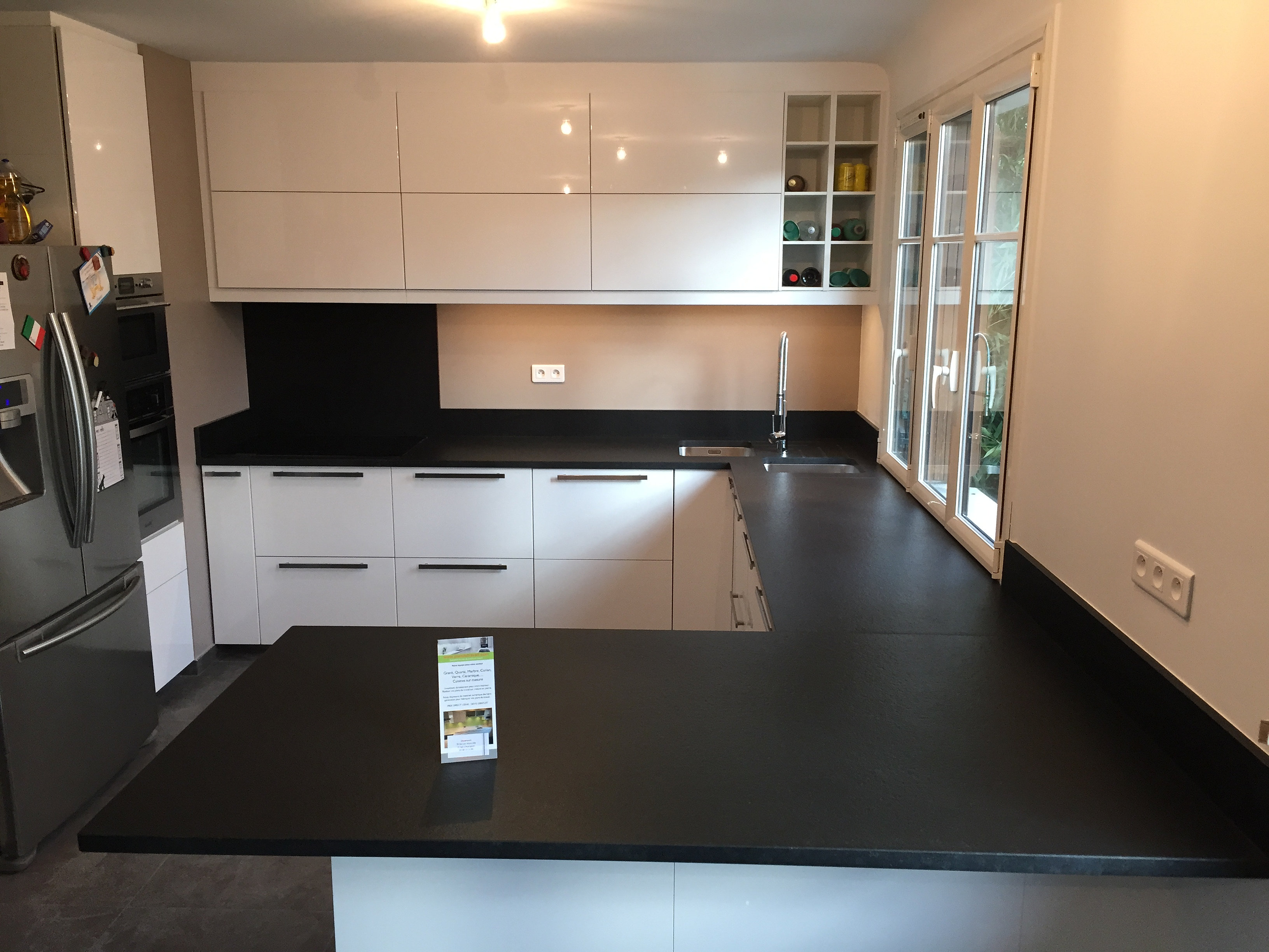 Plan de travail granit quartz table en mabre paris - Finition plan de travail ...