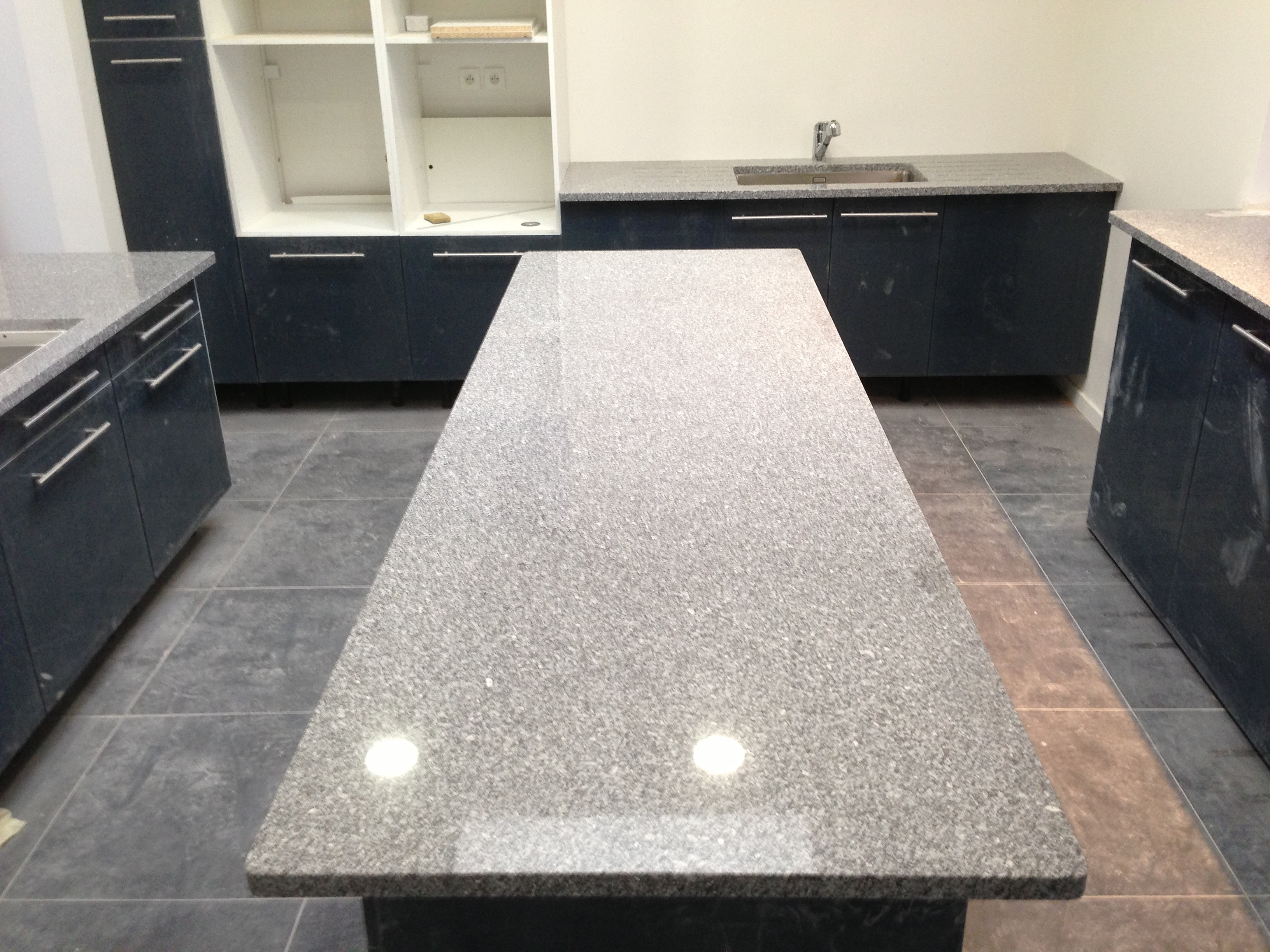 Plan de travail granit quartz table en mabre paris for Plan de travail colore