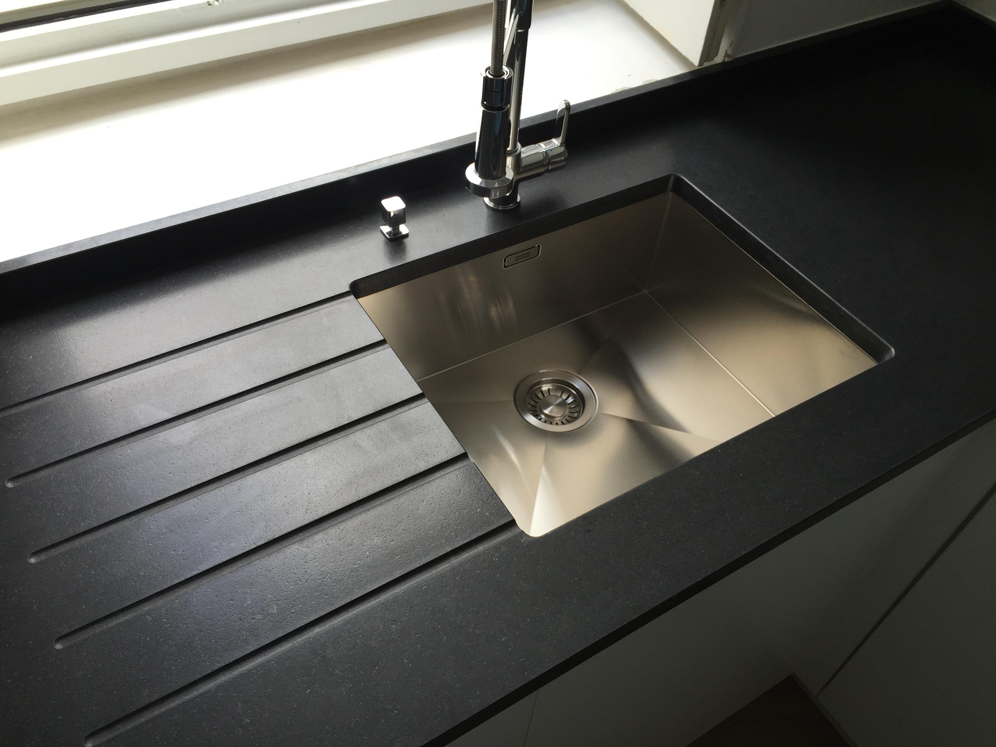 plan de travail granit quartz table en mabre paris essonne evier sous plan de. Black Bedroom Furniture Sets. Home Design Ideas