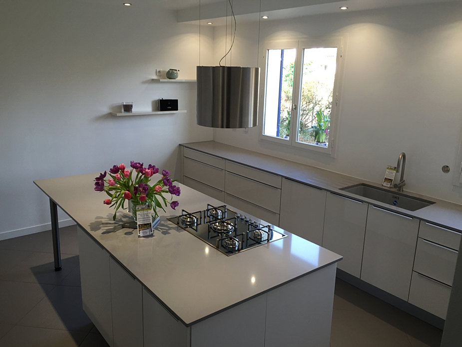 Plan de travail granit quartz table en mabre paris for Silestone cuisine