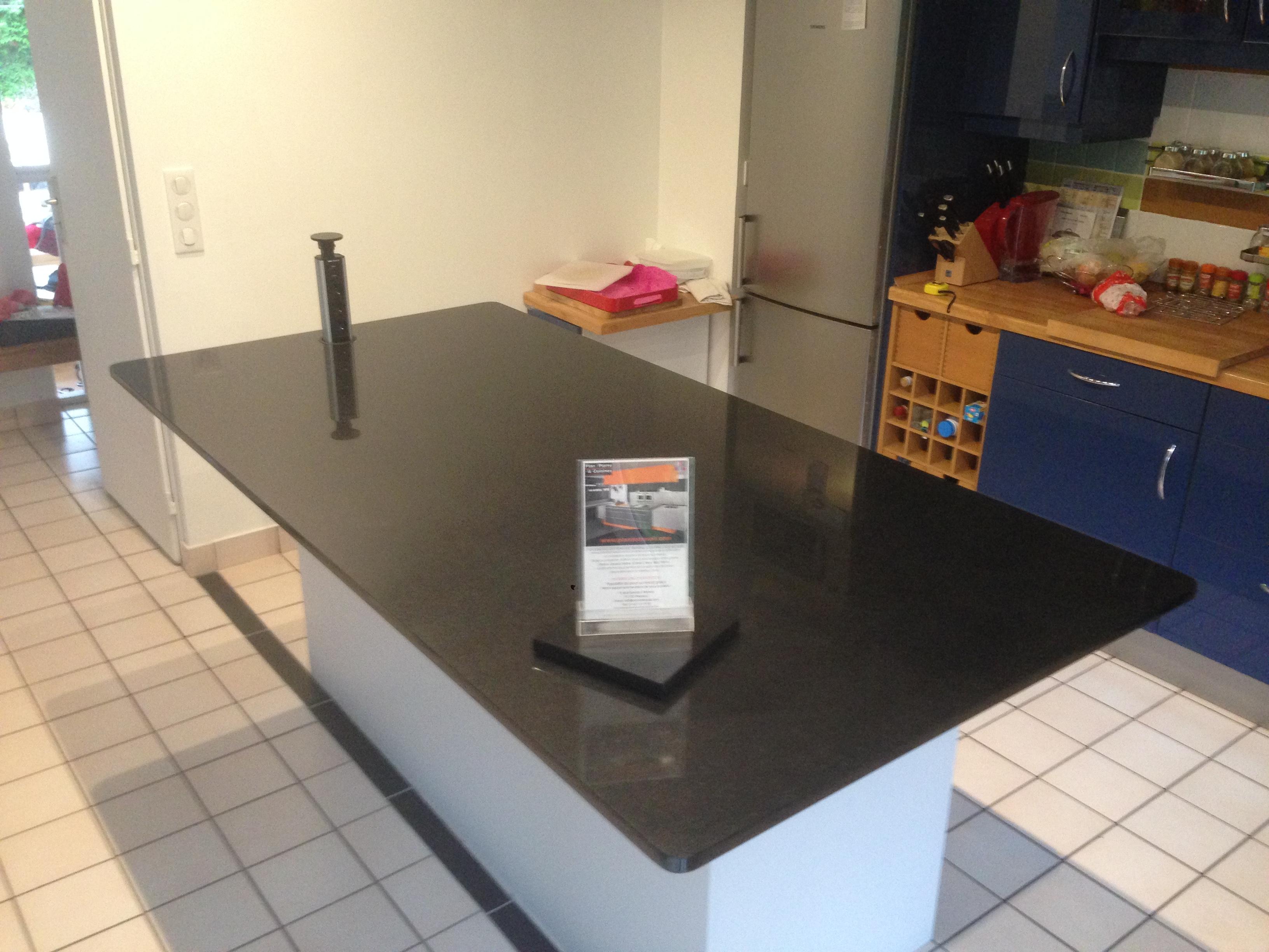 Plan de travail granit quartz table en mabre paris for Ilot cuisine sur mesure