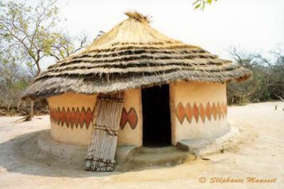 habitat bantou les bantous construire en afrique habitat traditionnel afrique. Black Bedroom Furniture Sets. Home Design Ideas