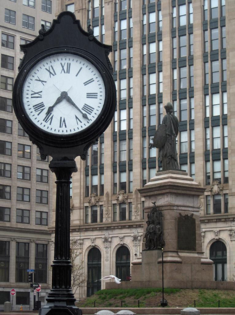 Clock at Monument Square