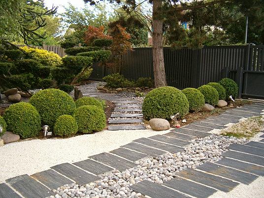 jardin japonais par un paysagiste dans les yvelines. Black Bedroom Furniture Sets. Home Design Ideas
