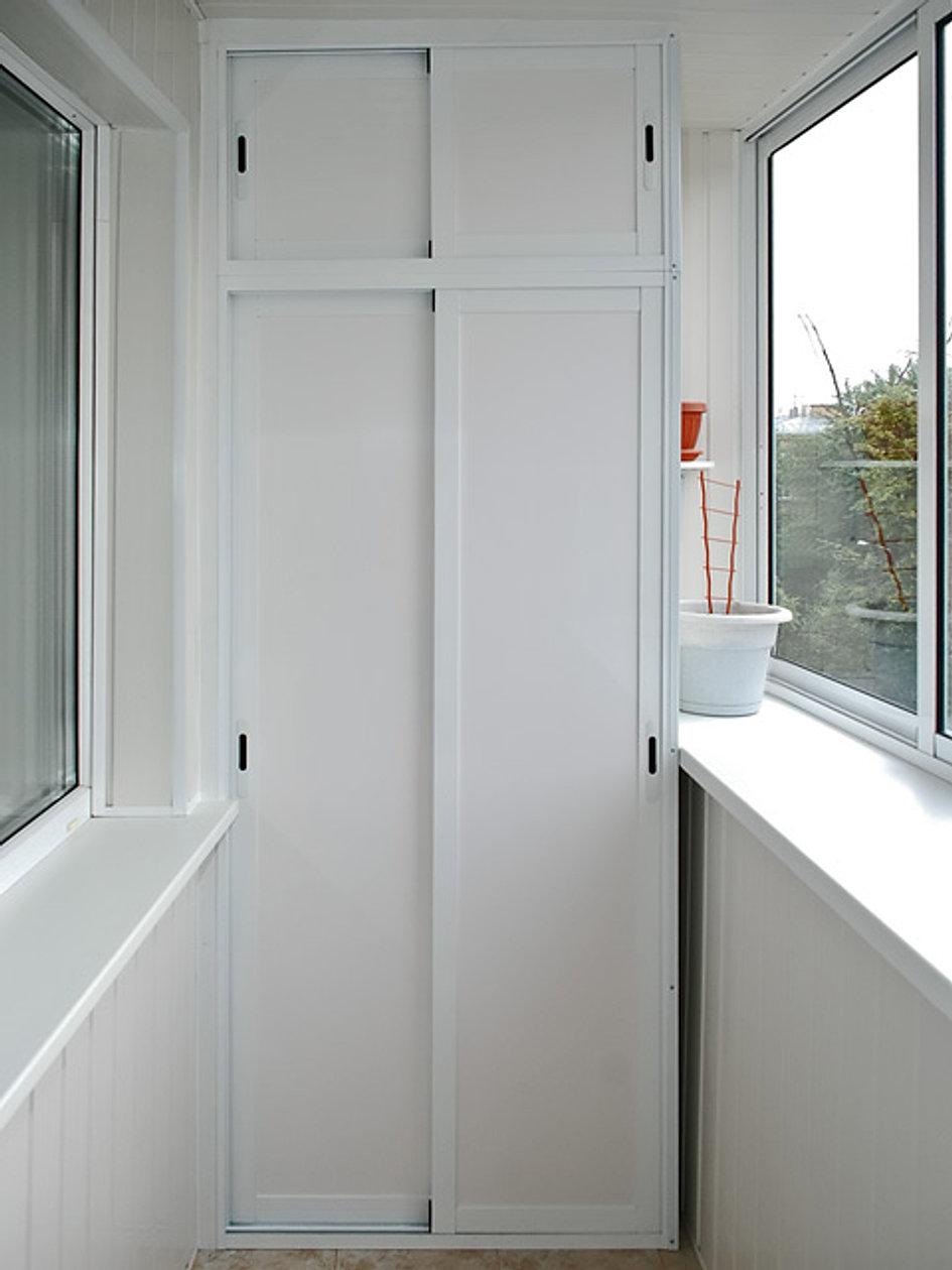 Шкаф на балкон из алюминиевого профиля..