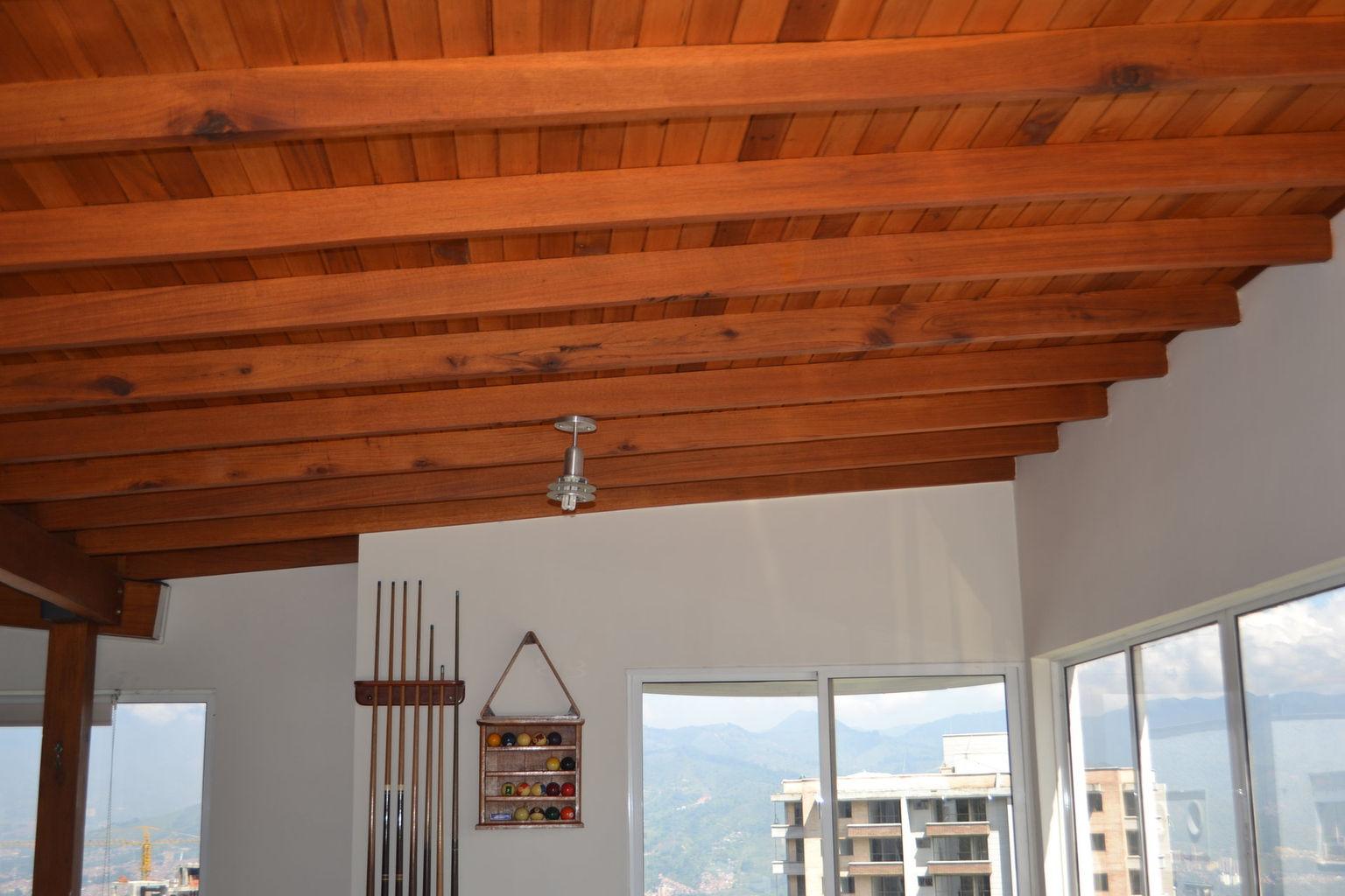 Acabados a techos de tablilla en barniz