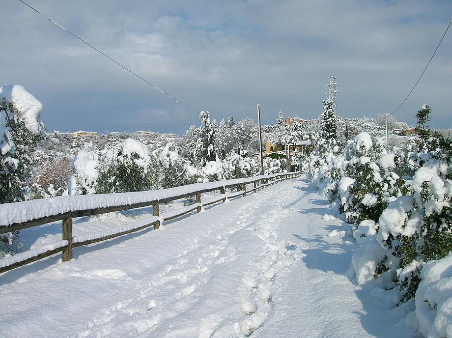 la via sotto la neve.JPG