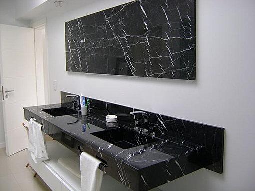 Silestone granito m rmol for Marmol negro veteado