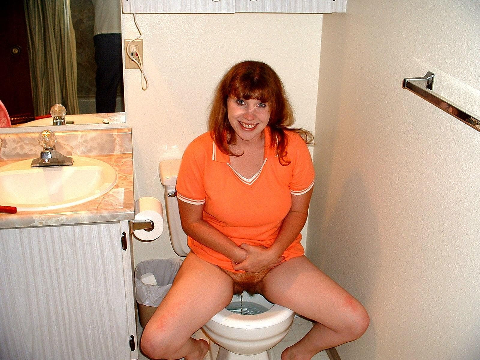 Фото порно в туалете писают 13 фотография