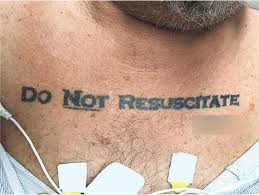 Tatuaggio Do Not Resuscitate lettering