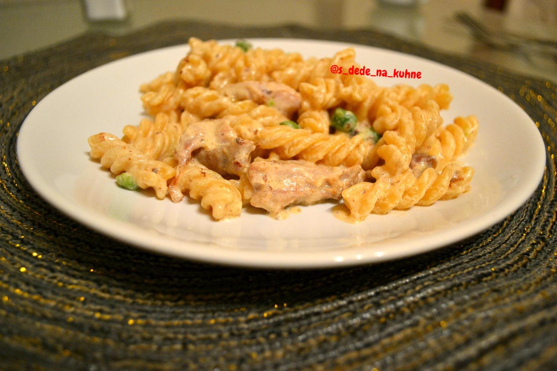 Фузилли паста в сливочном соусе с курицей (Fusilli in salsa di panna con pollo ) новые фото