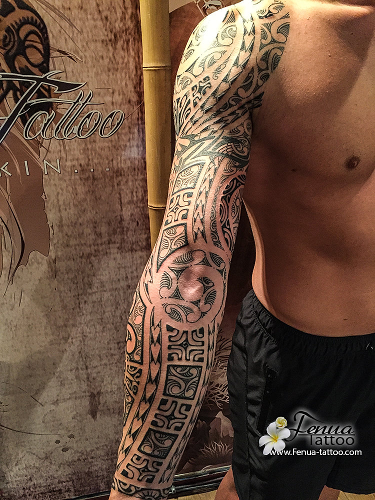 tatouage homme bras complet maori. Black Bedroom Furniture Sets. Home Design Ideas