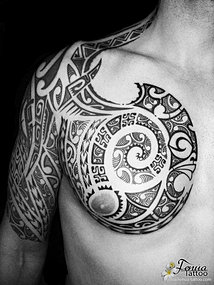 tatouage polynesien maorie tribal pec epaule