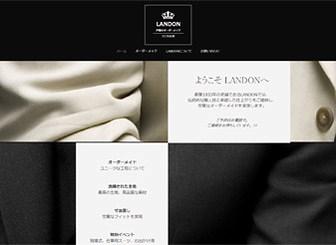 オーダーメイドスーツ Template - 洗練されたデザインがエレガントな雰囲気を作り出す、4ページ構成のシンプルなテンプレートです。画像とテキストの絶妙なバランスを保ち、白と黒のコントラストが訪問者の印象に残ります。