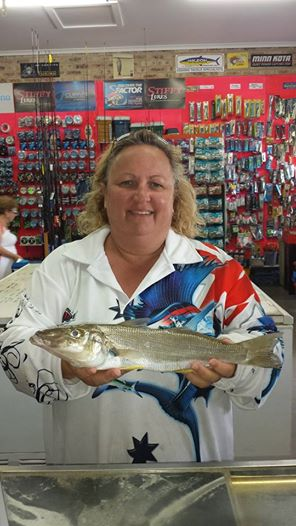 evans-head-fishing | Fiona with a 622gm whiting