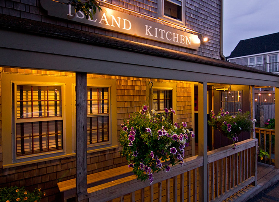 Nantucket kitchen island with stools wallfree ninja
