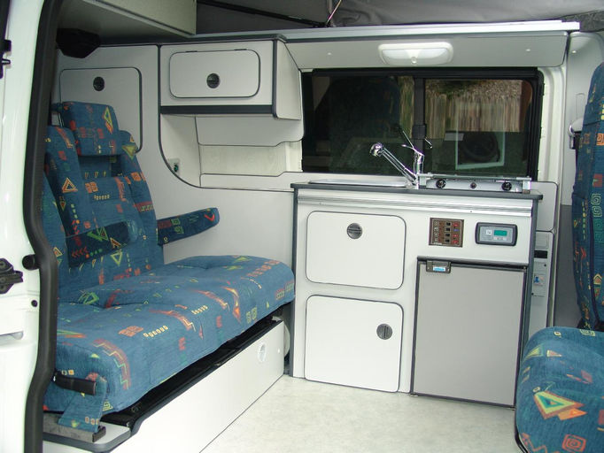 Bajetto camping car constructeur amenageur specialiste for Store interieur camping car