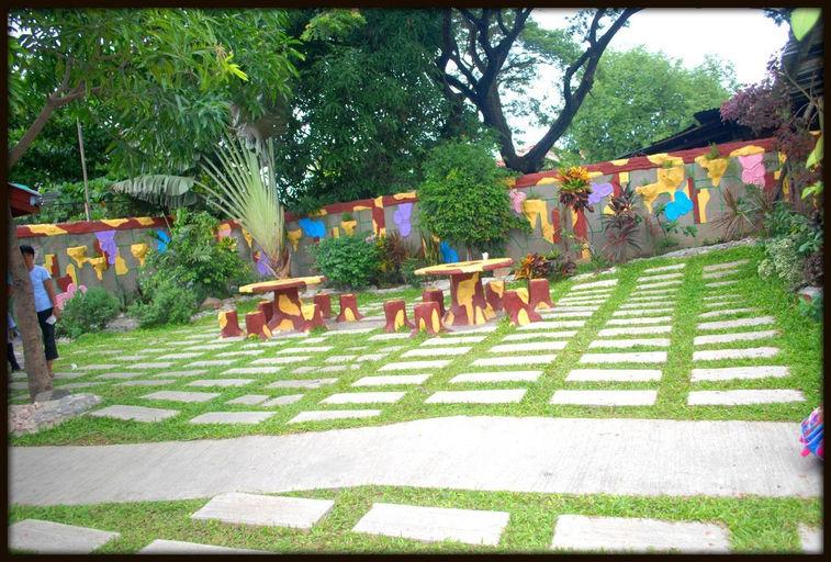 school garden 2_picnik