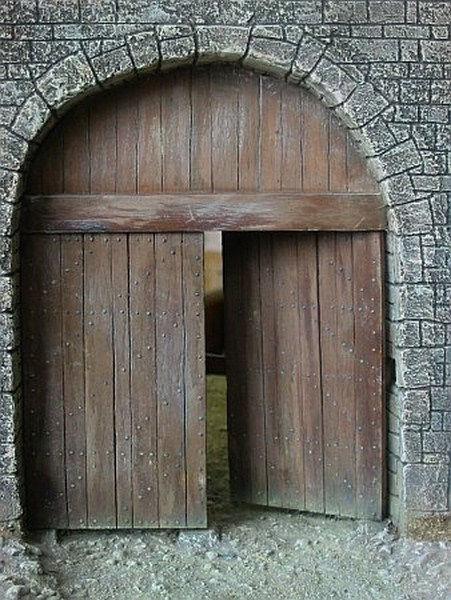 Portes authentiques boiseries portes anciennes cloutees for Architecture ancienne