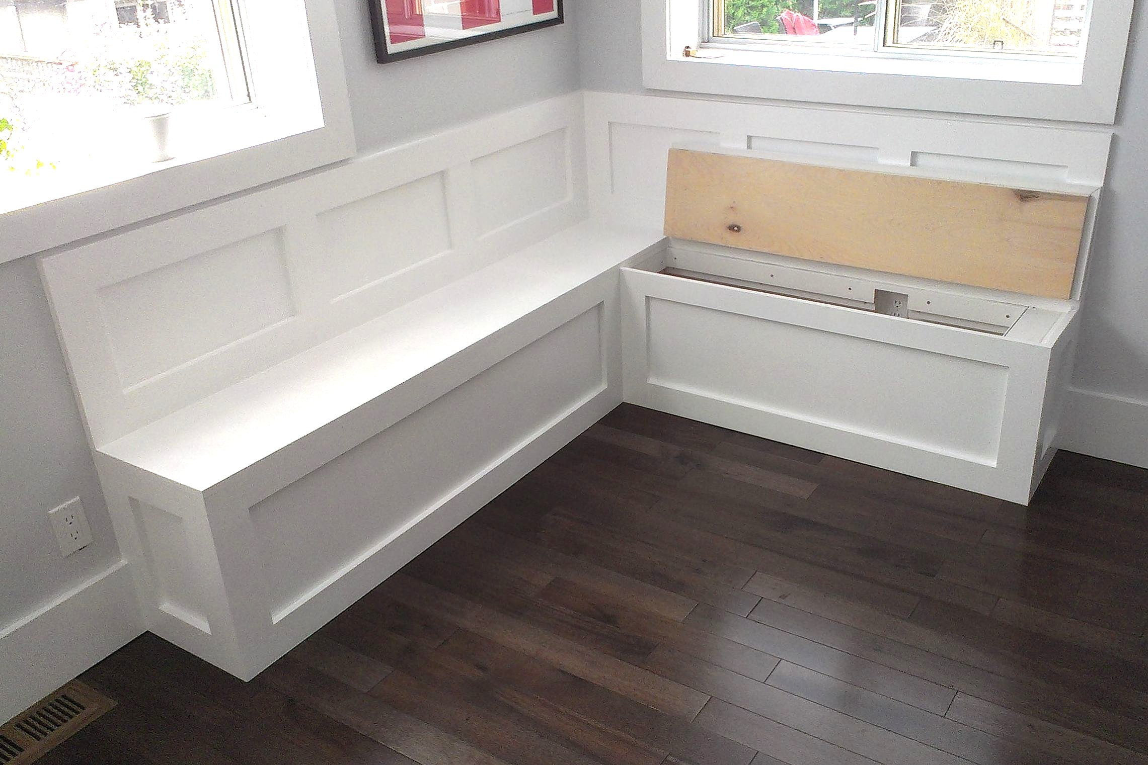 Bench for storage fitted with seat cushions and a kitchen for Kitchen table with bench