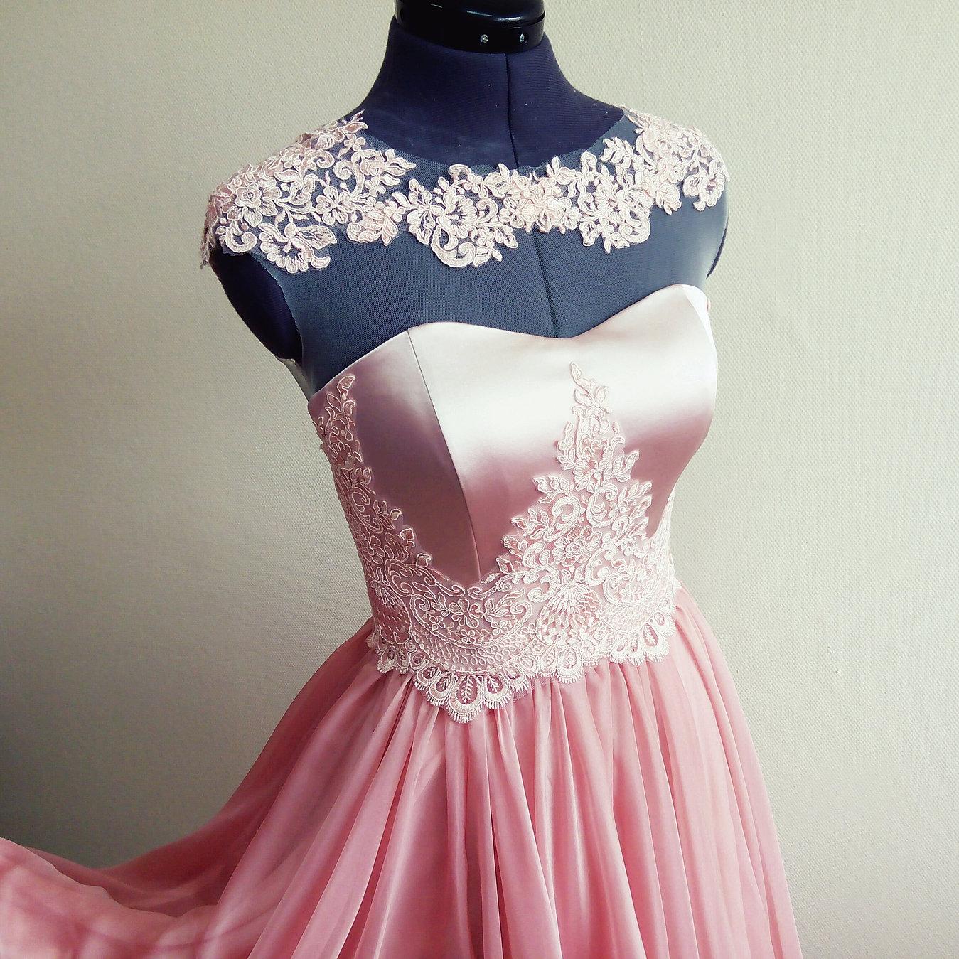 В ателье сшили 26 платьев, костюмов на 4 больше, чем платьев 87