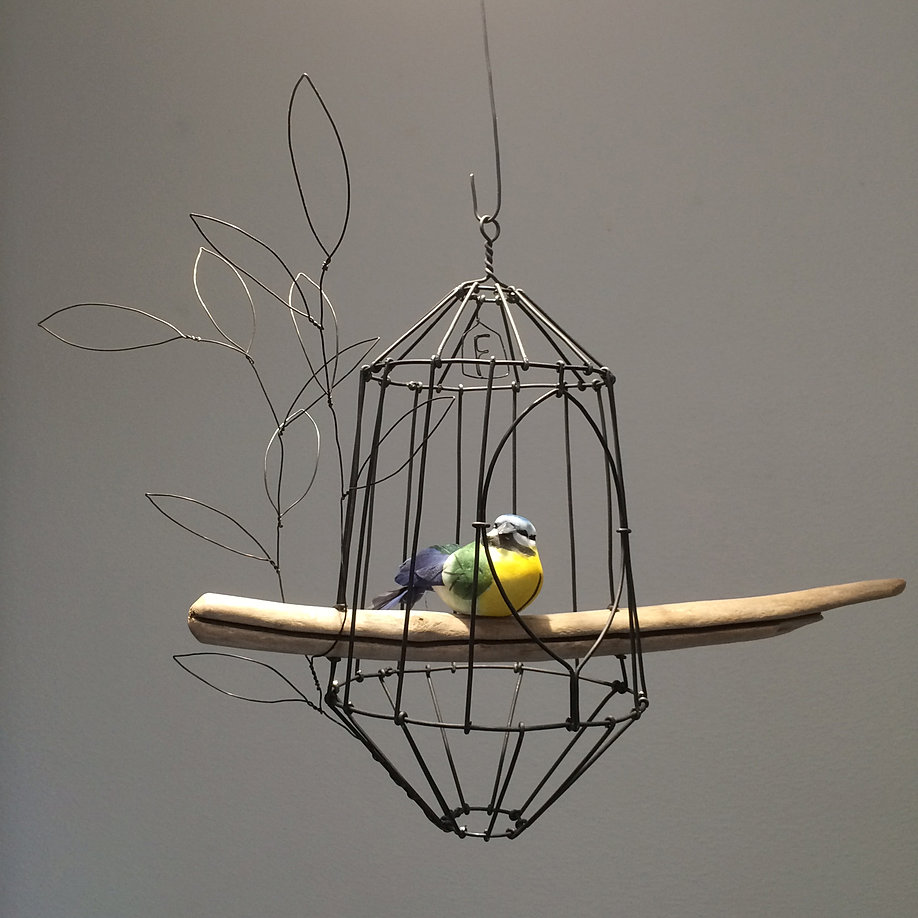 Sculptures en fil de fer for Cages a oiseaux decoratives