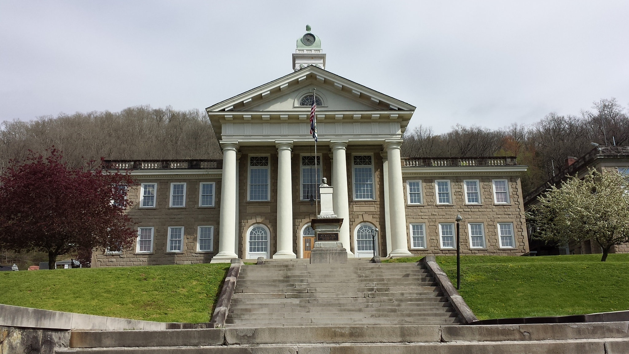 Regionone wyoming county courthouse for Country house com