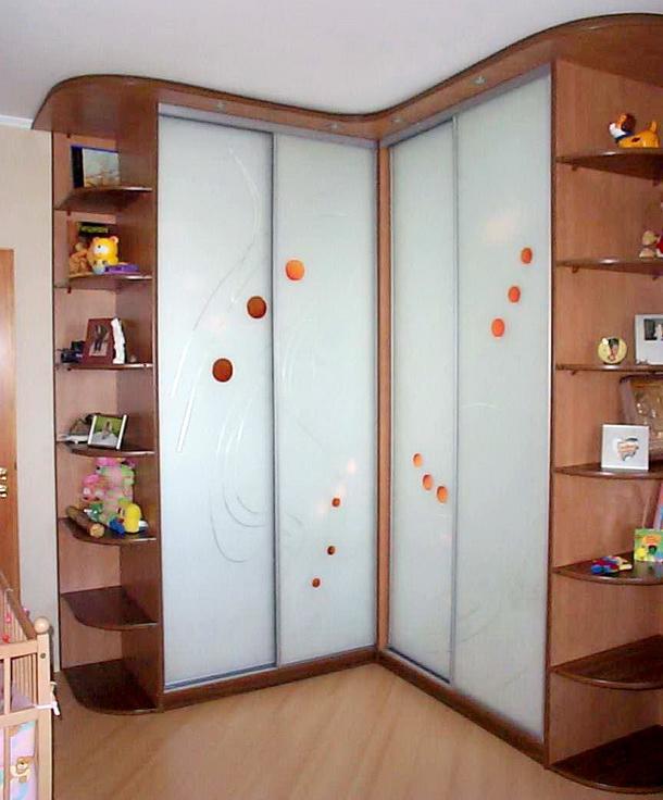 встроенный шкаф купе в спальню - фото 16