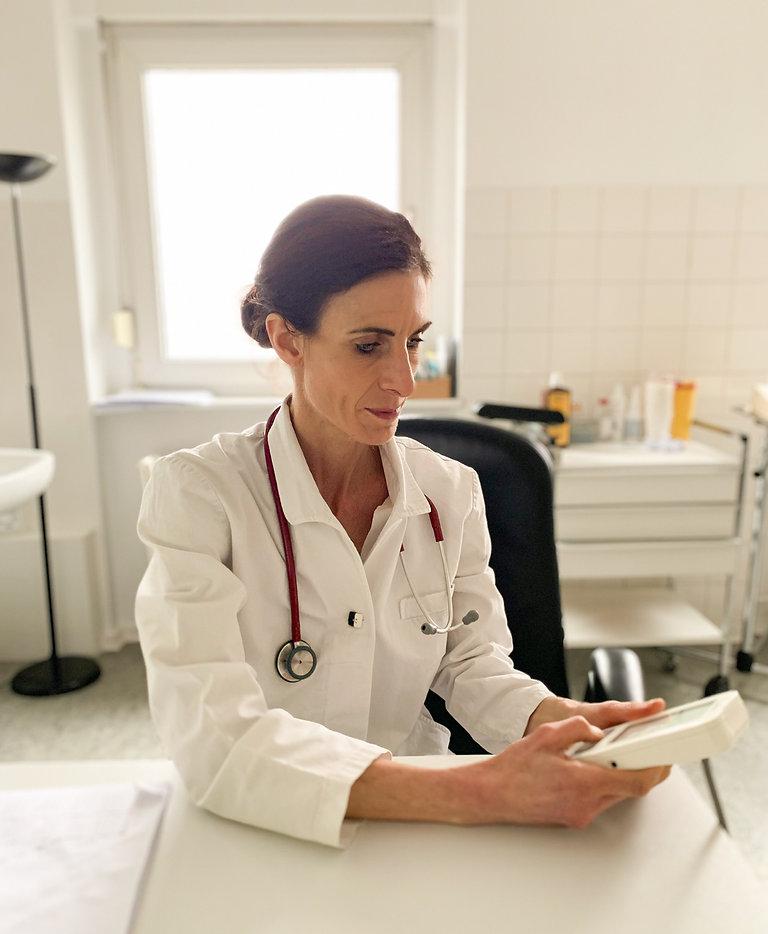 Dr. Judith Knöchel, Hausärztin und Allge