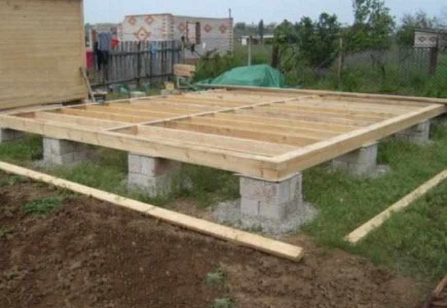 Столбчатый фундамент также является подходящим вариантом при строительстве