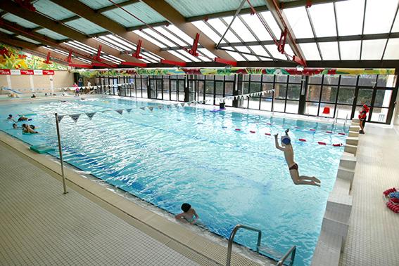 Diffusion d 39 air dans le hall bassin d 39 une piscine municipale andheo ing nierie et conception - Piscine bassin exterieur paris argenteuil ...