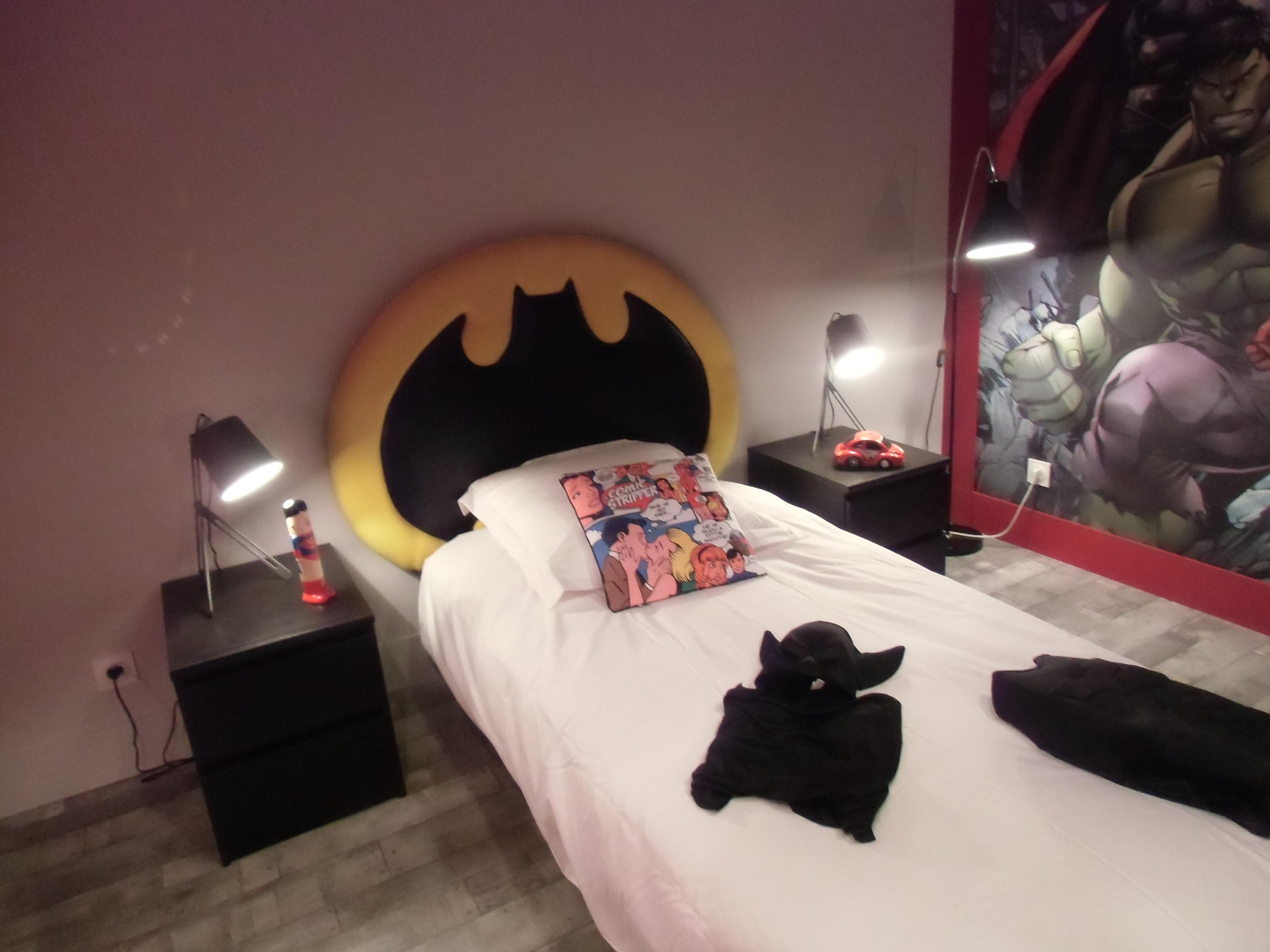 dco design tapissier decorateur tete de lit batman. Black Bedroom Furniture Sets. Home Design Ideas