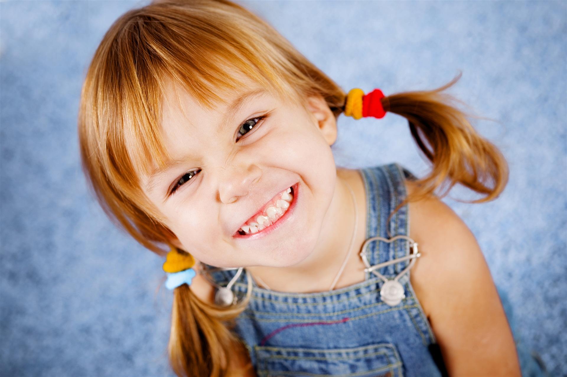 Resultado de imagem para criança feliz