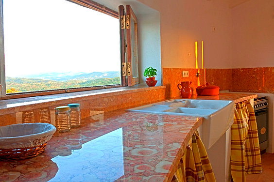 self catering at the moinho kitchen_edited.jpg