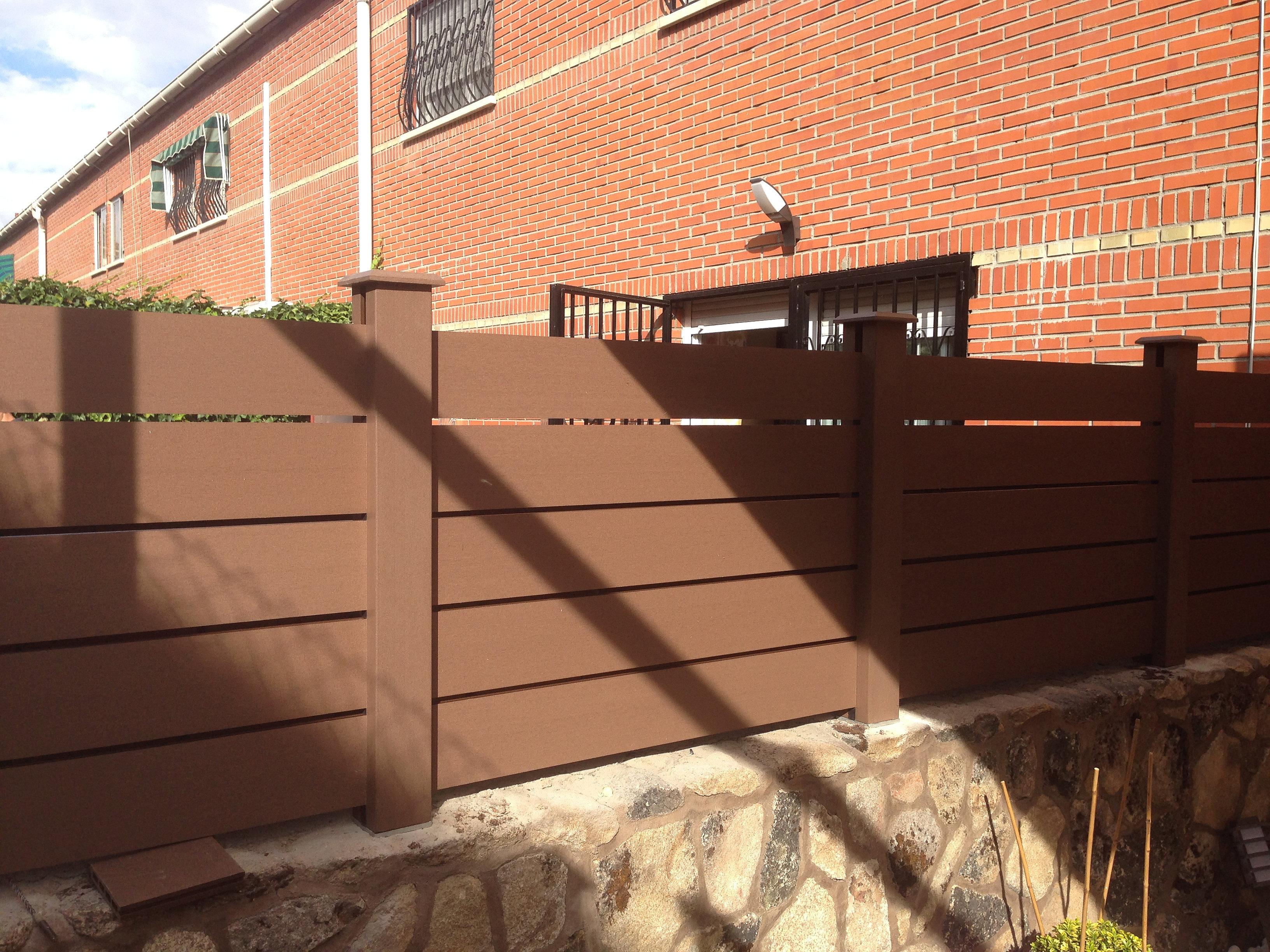 Tarima exterior suelos moquetas fachadas vallado de - Vallado de madera ...