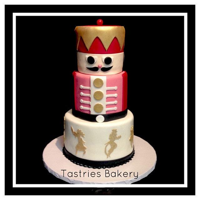 Christmas Cake Bakery Image